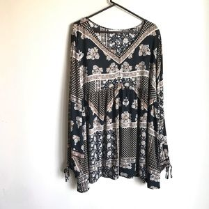 Maurices Boho Black Tan White Print Top Size 3